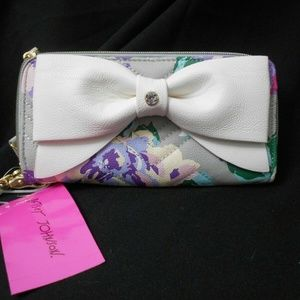 Betsey Johnson BOW FLORAL WRISTLET/WALLET